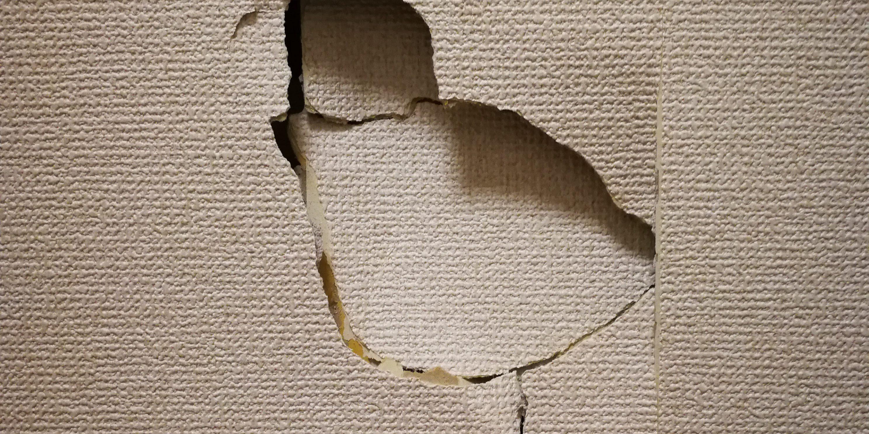 の 補修 壁 穴 壁の穴を自分で修理。100均グッズ活用、200円で直せました。